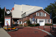 Paper_Mill_Playhouse_entrance_s